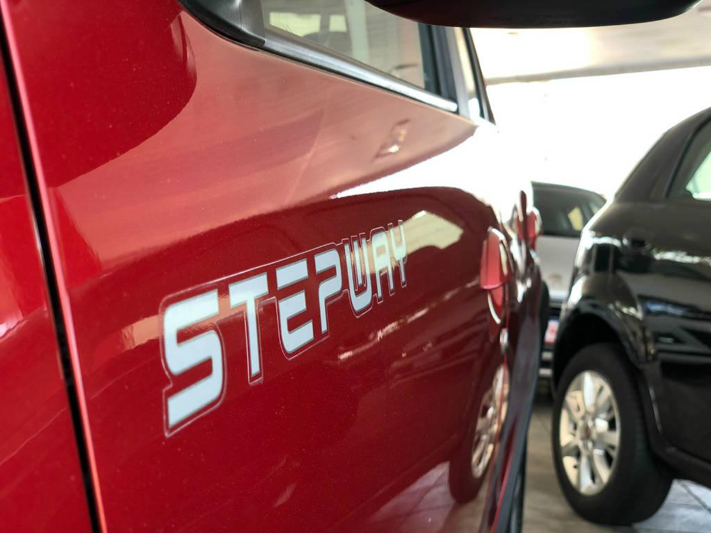 Foto numero 10 do veiculo Renault Sandero STEPWAY 1.6 - Vermelha - 2014/2015